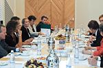 Presidentti Niinistö tapasi taustavaikuttajia ja alan professoreja Mäntyniemessä 23. elokuuta 2012. Copyright © Tasavallan presidentin kanslia