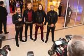 Eteläpohjalaiset Duudsonit poseeraavat kättelyn jälkeen medialle: Jarno Leppälä, Jarno Laasala, Hannu-Pekka Parviainen ja Jukka Hildén.