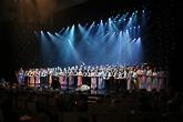 Nuorisokuoro Sympaatti ja Pirkanpojat tulkitsivat Sibeliuksen Finlandia-hymnin.