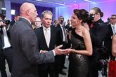 Konsertin jälkeinen vastaanotto Sorsapuistosalissa: Yhdysvaltain suurlähettiläs Bruce Oreck keskustelee presidentti Sauli Niinistön ja puoliso Jenni Haukion kanssa.