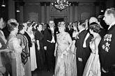 Presidentti Juho Kusti Paasikivi ja rouva Alli Paasikivi itsenäisyyspäivän vastaanotolla 6.12.1953. Kuva: Lehtikuva