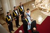 Ensimmäisenä kättelyyn saapui Mannerheim-ristin ritari Tuomas Gerdt. Copyright © Tasavallan presidentin kanslia