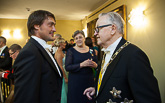 Kohtaamisia Presidentinlinnassa: jääkiekkoilija Teemu Selänne ja presidentti Martti Ahtisaari. Copyright © Tasavallan presidentin kanslia