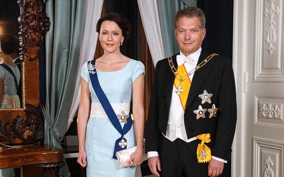 Tasavallan presidentti Sauli Niinistö ja rouva Jenni Haukio yhteiskuvassa ennen juhlavastaanoton alkua. Copyright © Tasavallan presidentin kanslia