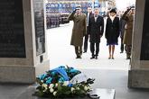 Presidentti Niinistö laski seppeleen tuntemattoman sotilaan haudalle. Copyright © Tasavallan presidentin kanslia