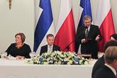 Presidentti Komorowski puhuu valtiovierailun päivällisillä Varsovassa 31.3.2015. Copyright © Tasavallan presidentin kanslia