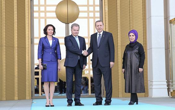 Rouva Jenni Haukio, presidentti Sauli Niinistö, Turkin presidentti Recep Tayyip Erdoğan ja puoliso Emine Erdoğan. Copyright © Tasavallan presidentin kanslia