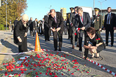 Presidentti Niinistö ja Turkin presidentti Erdoğan puolisoineen laskivat kukat Ankaran pommi-iskun tapahtumapaikalle 14. lokakuuta 2015. Copyright © Tasavallan presidentin kanslia