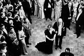 Presidentti Pehr Evind Svinhufvud ja rouva Ellen Svinhufvud isännöimässä itsenäisyyspäivän vastaanottoa vuonna 1936. Kuva: Lehtikuva