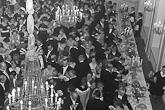 Kutsuvieraat kahvilla Presidentinlinnan Ruokasalissa 6. joulukuuta 1961. Kuva: Lehtikuva