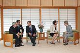 Presidenttipari keskusteluissa keisari Akihiton ja keisarinna Michikon kanssa. Copyright © Tasavallan presidentin kanslia