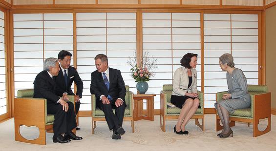 Presidentti Sauli Niinistö ja rouva Jenni Haukio tapasivat Japanin keisari Akihiton ja keisarinna Michikon Tokiossa torstaina 10. maaliskuuta 2016. Copyright © Tasavallan presidentin kanslia