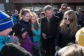 Presidentti keskusteluissa nuorten kanssa Kolarissa. Kuva: Matti Porre / Tasavallan presidentin kanslia