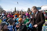 Presidentti Niinistö puhui ja tapasi paikallisia kansalaistapaamisissa Muoniossa ja Kolarissa. Muoniossa koululaiset esittivät presidentille musiikkitervehdyksen. Kuva: Matti Porre / Tasavallan presidentin kanslia