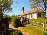 Matkaohjelmaan kuului vierailu Lumparlandin 1720-luvulla rakennetussa Ahvenanmaan vanhimmassa puukirkossa. Kuva: Katri Makkonen/Tasavallan presidentin kanslia