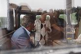 M/S Roope Saimaa-huoltoaluksella WWF:n pääsihteeri Liisa Rohweder kertoi presidentti Niinistölle saimaannorpan tilanteesta. Presidentti Niinistö on WWF:n suojelija. Kuva: Katri Makkonen/Tasavallan presidentin kanslia