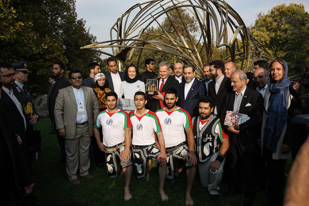 On Tuesday, President Sauli Niinistö and Mrs Jenni Haukio visited the Mellat Park, which is home to the Palm Grove monument by Finnish sculptor Eila Hiltunen. The presidential couple was introduced to local culture, music, carpet weaving, and the traditional sport of varzesh-e bastani. Photo: Juhani Kandell/The Office of the President of the Republic of Finland