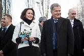 Mäntän torilla presidentti Niinistö ja rouva Haukio tapasivat kansalaisia. Kuva: Matti Porre/Tasavallan presidentin kanslia