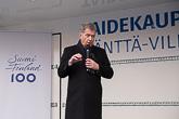 'Suomalainen yhteiskunta on vahva ja suomalainen yhteisö on vahva. Se, että meissä edelleenkin elää se tunne, että siitä naapurista pidetään huolta, on vakauden varmin tae, presidentti sanoi puheessaan Mäntän torilla. Kuva: Matti Porre/Tasavallan presidentin kanslia