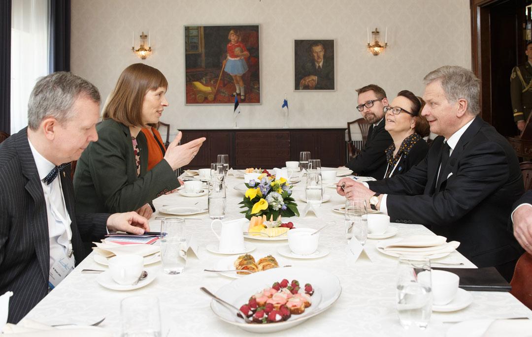 Presidentti Sauli Niinistö ja Viron presidentti Kersti Kaljulaid tapasivat Tallinnassa 13.5.2017. Kuva: Raul Mee.