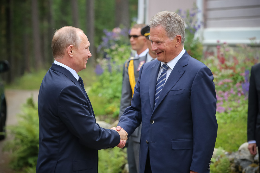 President Niinistö welcomed President Putin to Finland outside Hotelli Punkaharju. Photo: Juhani Kandell/Office of the President of the Republic of Finland