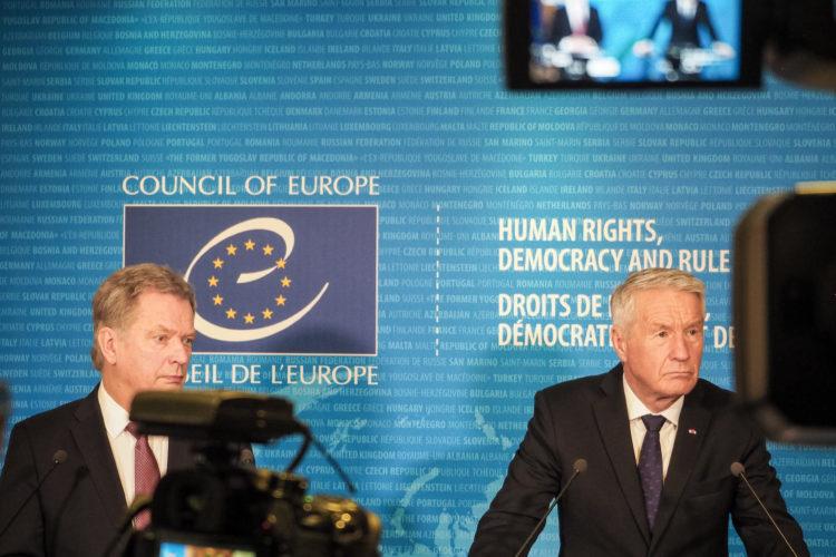 Presidentti Niinistö ja Euroopan neuvoston pääsihteeri Thorbjørn Jagland yhteisessä lehdistötilaisuudessa. Katri Makkonen/Tasavallan presidentin kanslia
