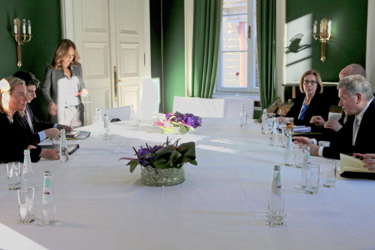 Presidentti Niinistö ja EU:n ulkoasioiden ja turvallisuuspolitiikan korkea edustaja Federica Mogherini tapasivat Münchenin turvallisuuskonferenssissa. Kuva: Katri Makkonen/Tasavallan presidentin kanslia