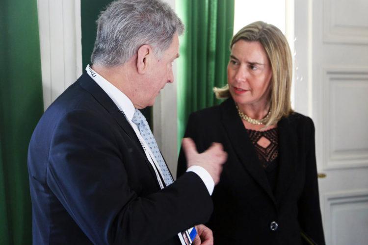 Presidentti Niinistö ja EU:n ulkoasioiden ja turvallisuuspolitiikan korkea edustaja Federica Mogherini tapasivat Münchenin turvallisuuskonferenssin yhteydessä. Kuva: Katri Makkonen/Tasavallan presidentin kanslia