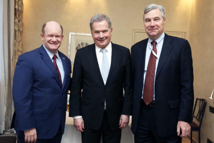 Presidentti Niinistö ja yhdysvaltalaissenaattorit Chris Coons ja Sheldon Whitehouse. Kuva: Katri Makkonen/Tasavallan presidentin kanslia