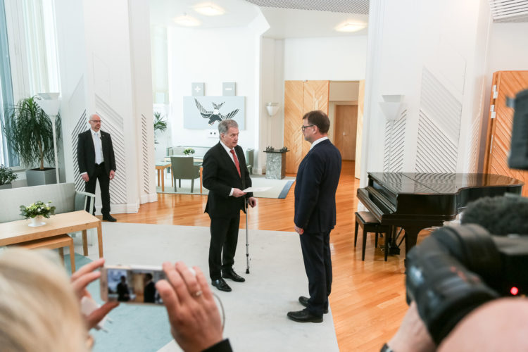 Prime Minister Juha Sipilä submitted the resignation of the Government to President of the Republic Sauli Niinistö in Mäntyniemi on 8 March 2019. Photo: Matti Porre/Office of the President of the Republic of Finland