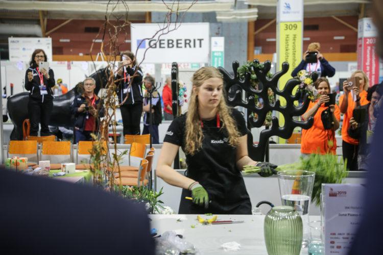 Yhtenä kilpailulajina oli floristiikka. Kuva: Katri Makkonen/Tasavallan presidentin kanslia