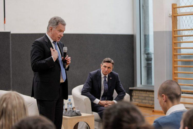 Presidentti Niinistö puhui paikallisille lukiolaisille ilmastonmuutosta käsittelevässä luentotilaisuudessa yhdessä presidentti Pahorin kanssa. Kuva: Matti Porre /Tasavallan presidentin kanslia