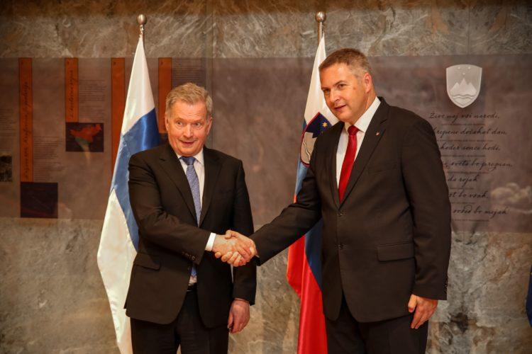 Presidentti Niinistö ja Slovenian kansalliskokouksen puhemies Dejan Židan tapasivat parlamenttitalolla. Kuva: Matti Porre /Tasavallan presidentin kanslia