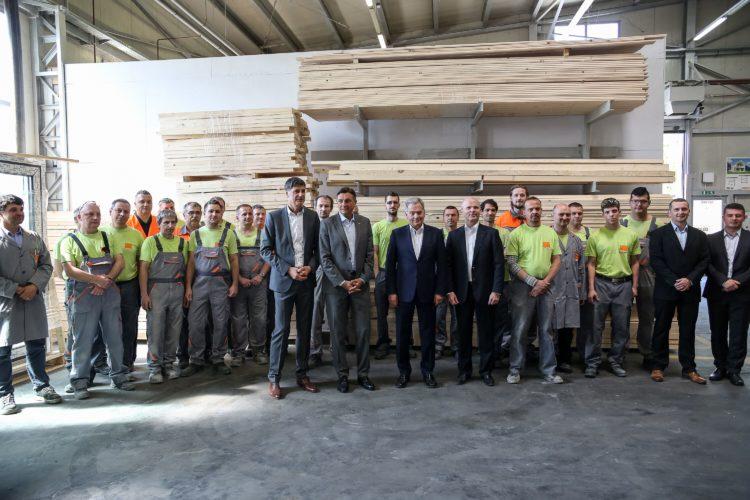 Presidentit Niinistö ja Pahor yritysvierailulla: Jelovica on maan suurin valmistaloja tekevä yritys Preddvorissa. Kuva: Matti Porre/Tasavallan presidentin kanslia