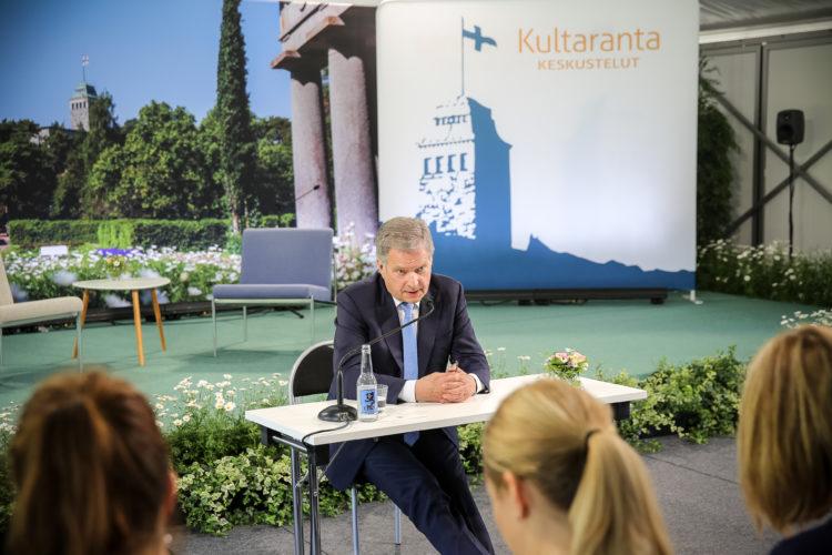 Presidentti Niinistö tapasi mediaa ennen Kultaranta-keskustelujen alkua 16. kesäkuuta 2019. Kuva: Juhani Kandell/Tasavallan presidentin kanslia