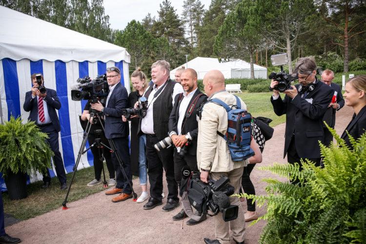 Median työskentelyä Kultarannassa. Kuva: Matti Porre/Tasavallan presidentin kanslia