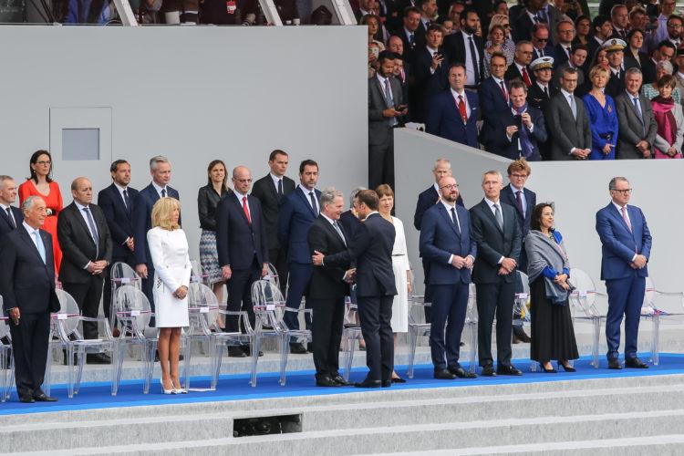 Presidentti Emmanuel Macron tervehti presidentti Niinistöä. Kuva: Riikka Hietajärvi/Tasavallan presidentin kanslia