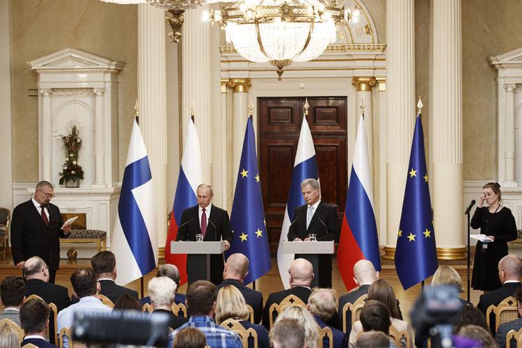Presidentti Niinistön ja presidentti Putinin lehdistötilaisuus Valtiosalissa. Kuva: Roni Rekomaa/Tasavallan presidentin kanslia