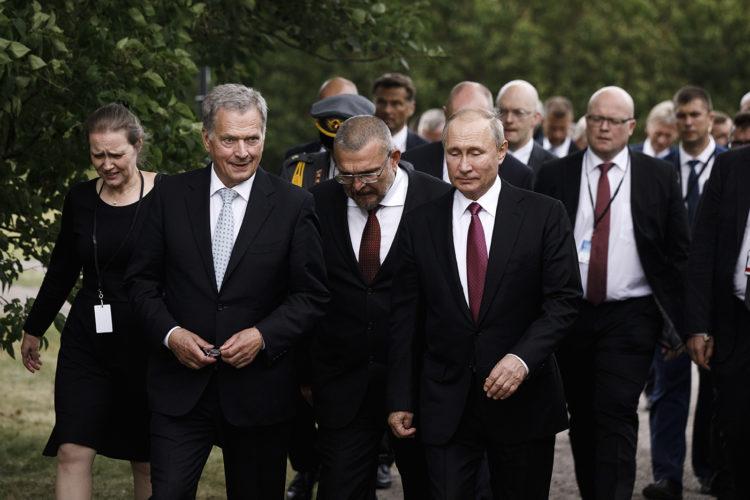 Presidentti Niinistö ja presidentti Putin Suomenlinnassa. Kuva: Roni Rekomaa/Tasavallan presidentin kanslia