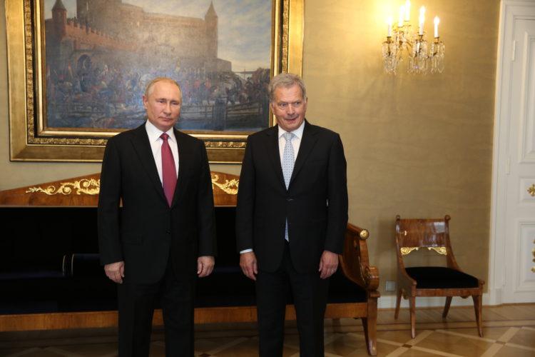 Tasavallan presidentti Sauli Niinistö ja presidentti Vladimir Putin Keltaisessa salissa. Kuva: Juhani Kandell/Tasavallan presidentin kanslia