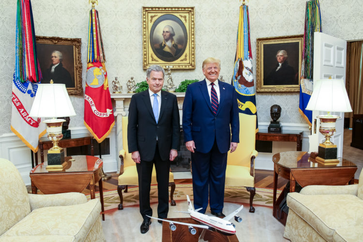 Presidentti Niinistön ja presidentti Trumpin kahdenväliset keskustelut työhuoneessa. Kuva: Matti Porre/Tasavallan presidentin kanslia