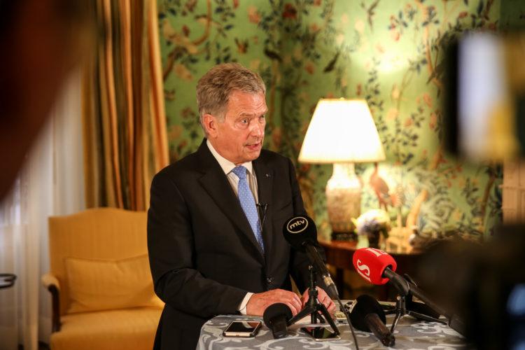 Presidentti Niinistö tapasi suomalaista mediaa Blair Housessa.