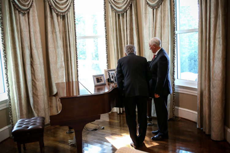 Presidentti Niinistö tapasi Yhdysvaltain varapresidentin Mike Pencen aamiaisella tämän virka-asunnolla. Kuva: Matti Porre/Tasavallan presidentin kanslia