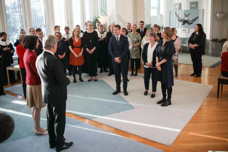 Korpo Kulturgille rf luovutti jouluhauen. Kuva: Matti Porre/Tasavallan presidentin kanslia