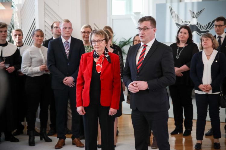 Karjalan Liitto toi aamulla paistettuja karjalanpiirakoita. Kuva: Matti Porre/Tasavallan presidentin kanslia