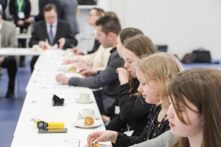 Presidentti Niinistö tapasi Iissä kunnan edustajia ja paikallisia koululaisia. Kuva: Riikka Hietajärvi/Tasavallan presidentin kanslia