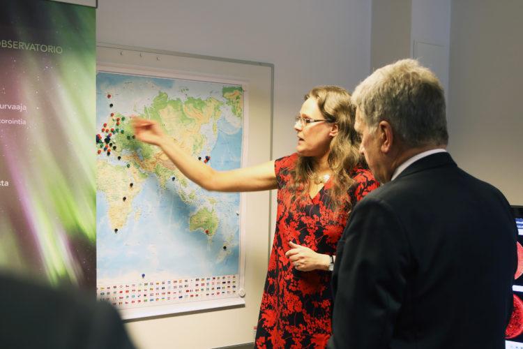 Sodankylän geofysiikan observatorion toimintaan tutustumassa. Kuva: Riikka Hietajärvi/Tasavallan presidentin kanslia