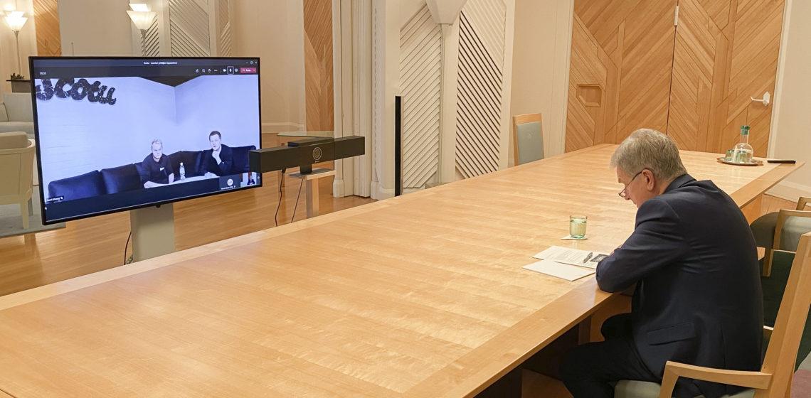 Presidentti Niinistö tapasi Scotu Oy:n nuoria yrittäjiä etäyhteydellä Mäntyniemestä. Kuva: Tasavallan presidentin kanslia