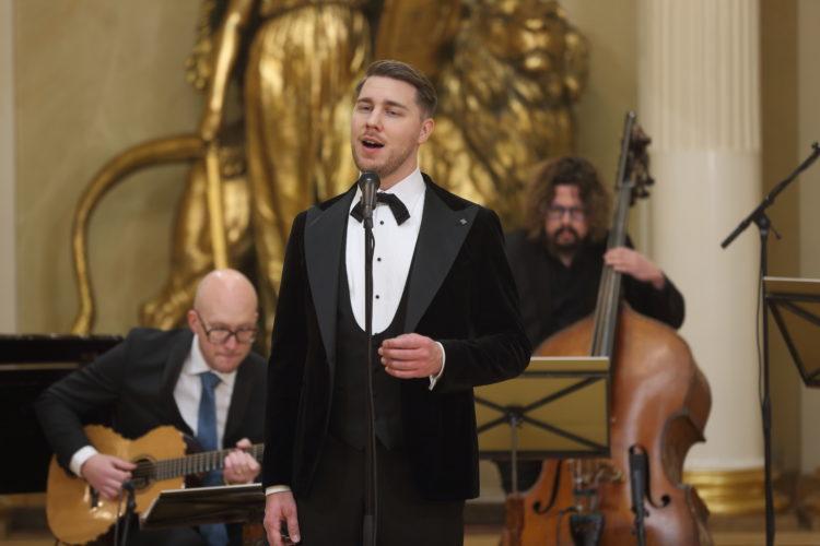Aarne Pelkonen esiintymässä Presidentinlinnan Valtiosalissa itsenäisyyspäivän juhlassa. Kuva: Juhani Kandell/Tasavallan presidentin kanslia