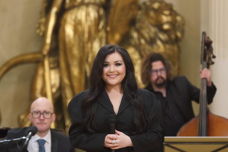 Diandra esiintymässä Presidentinlinnan Valtiosalissa itsenäisyyspäivän juhlassa. Kuva: Juhani Kandell/Tasavallan presidentin kanslia